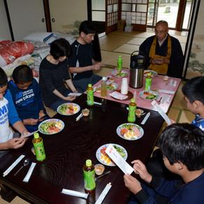 江戸川区立小岩第五中学校の生徒さんが山寺修行で当山に訪れました。