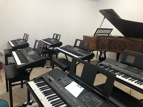photo salle piano1.jpg