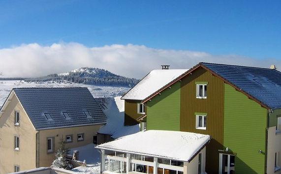 chalet-neige--vue-du-terrain-foot.jpeg