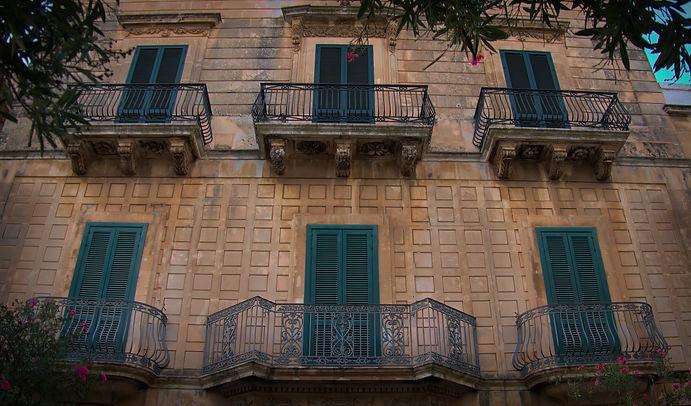 Green doors & BW Terraces in P1010249-st