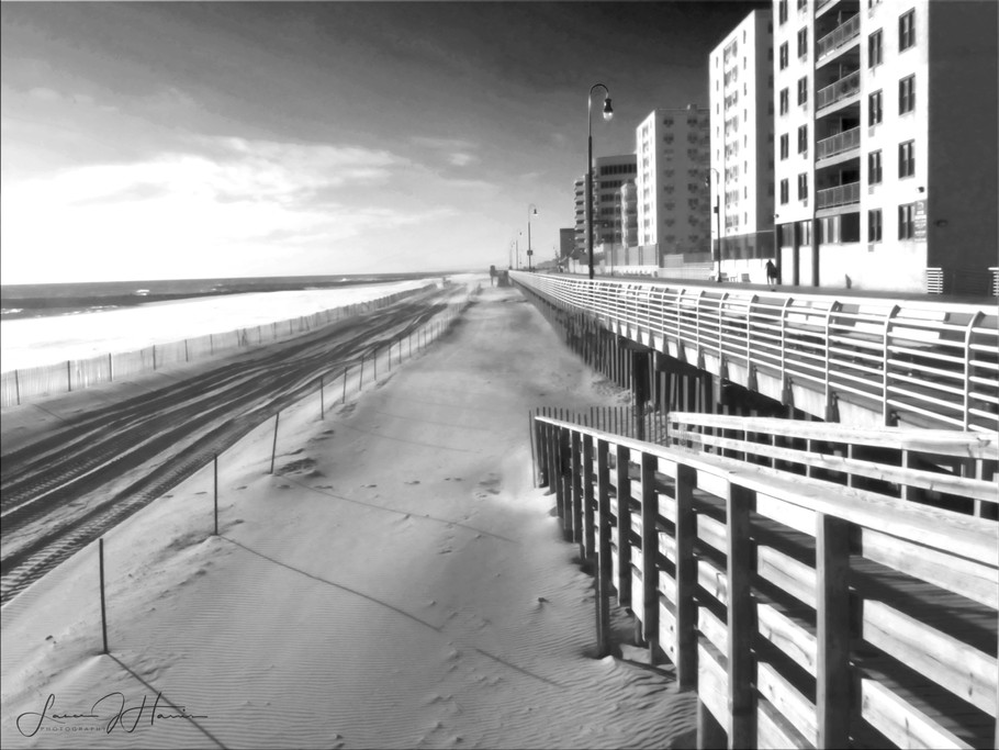 towards the beach Oceanside B&W-1516496198285.jpg