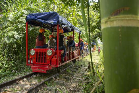 Tren Jeep Willly's en la Via del Ferrocarril