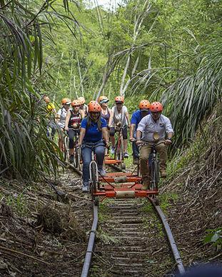 El Famoso Bicieriel, una aventura por un ferrocarril restaurado en un carrito con bicicletas, dsifrutando de la naturaleza
