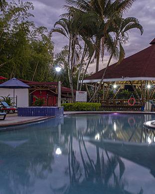 piscina y jacuzzi-min.jpg