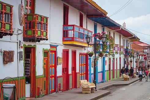 Salento, Quindio. Un pueblito con architectura colonial, colores exoticos, y una cultura cafetera