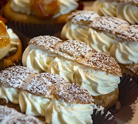 Eclairs with cream filling
