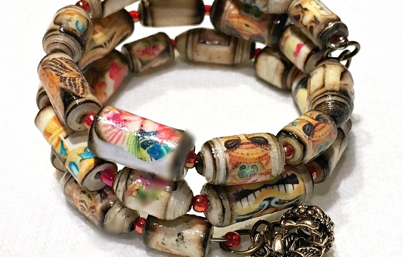 Tiki Memory wire paper bead bracelet