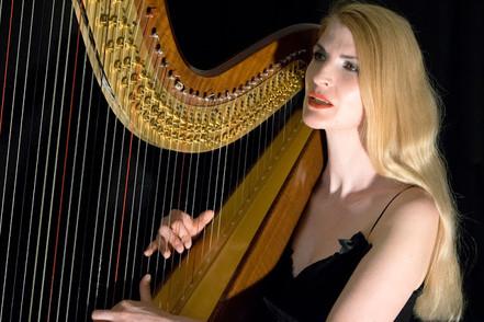 Ein zauberhaftes Instrument für zauberhafte Momente – Harpist Simonetta Ginelli
