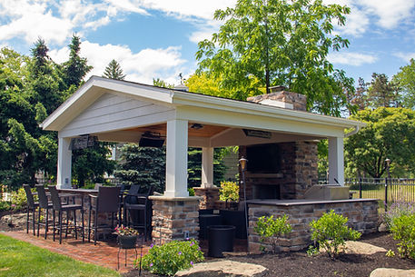Rocky River Custom Outdoor Living Space