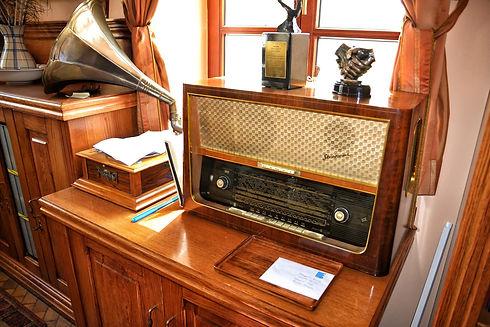 old-radio-1663517_1920.jpg
