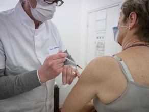 Vaccin Pfizer : le gouvernement va commander des doses pour 2022 et 2023