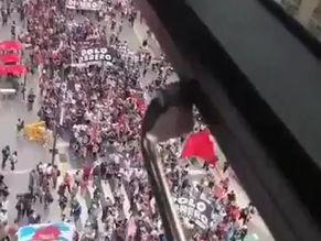 Manifestations contre les restrictions sanitaires dans le monde en Avril 2021