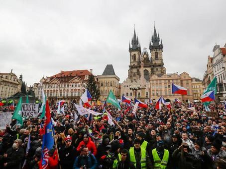 Les Tchèques protestent contre le bilan mental et économique des restrictions aux coronavirus