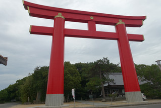 "日本一の鳥居「おのころ島神社」""Onokoro-jima Shrine"" with the biggest Shrine gate"