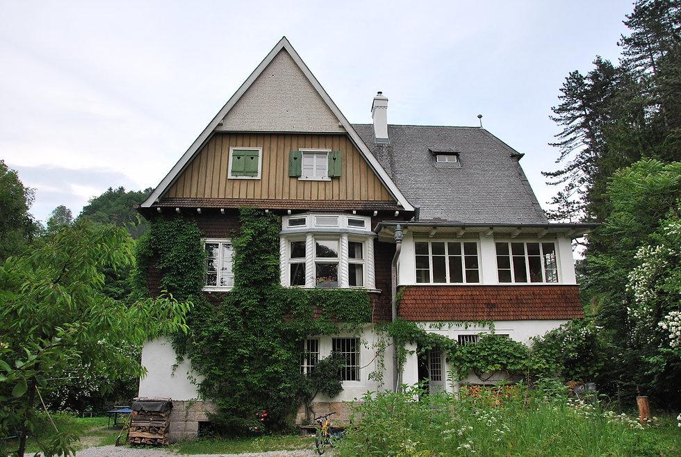 Villa Ladewig Westfassade Gutenstein Copy Timo Riess.JPG