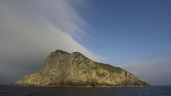 Japan's Okinoshima island, an ancient religious site where women are banned, has been declared a World Heritage site by the UN's cultural body Unesco.  Okinoshima is home to the Okitsu shrine, built in the 17th century to pray for the safety of sailors.