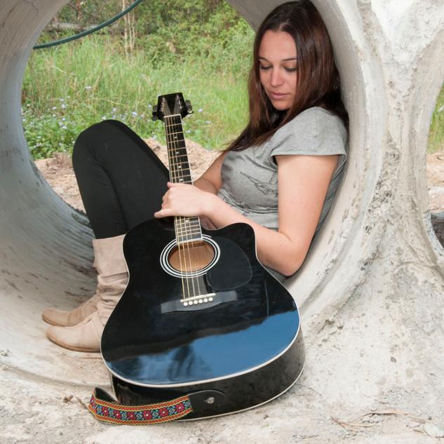 Sarah guitar 03.jpg
