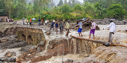 Bukalasi road crossing with makeshift lo