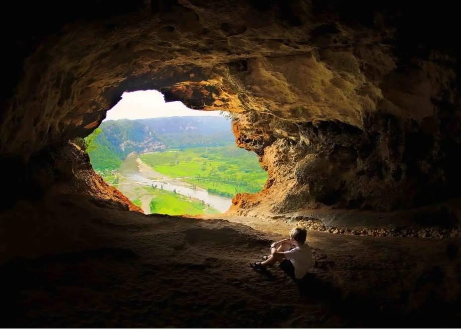 Cueva Ventana With kid.jpg