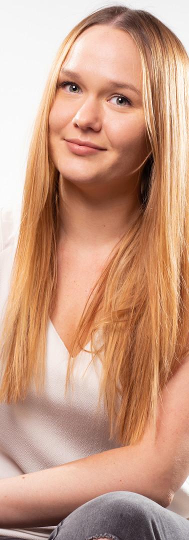 04 - Headshot corporate woman studio.jpg