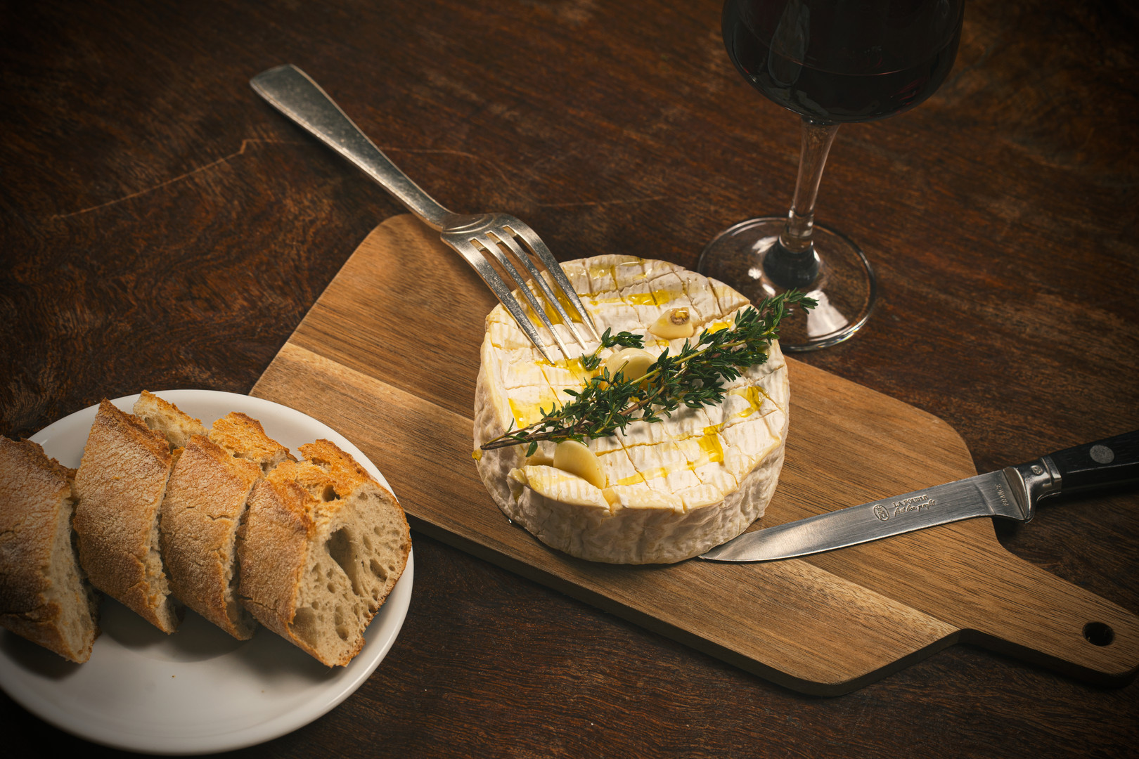 Baked camembert with honey