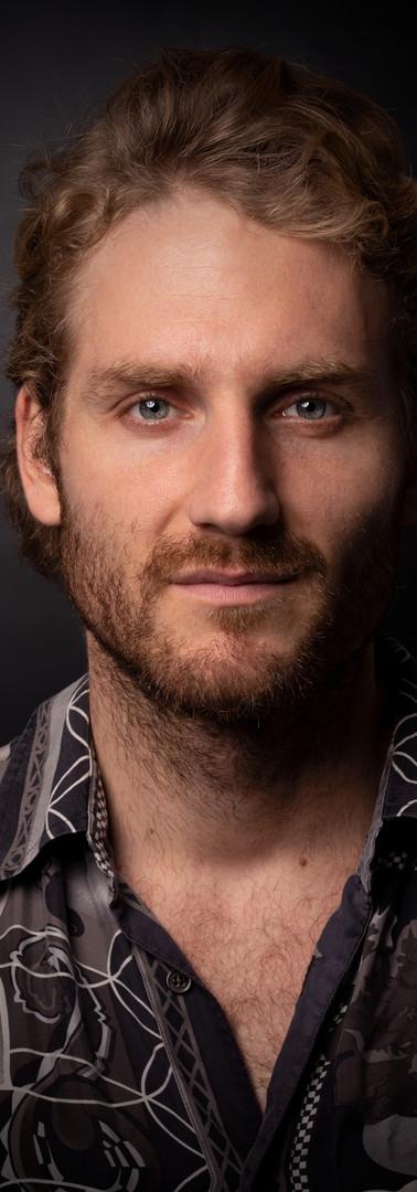 03 -Headshot actor man black background.