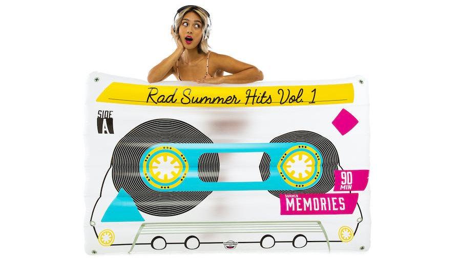 Tape cassette pool float