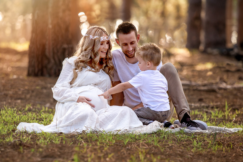 Maternity Photography Perth with sibling