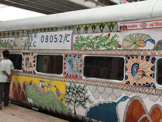 नई दिल्ली-दरभंगा संपर्क क्रांति सुपरफास्ट एक्सप्रेस ट्रेन का इंजन फेल।
