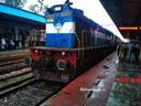 कोरोना का सीधा असर दिल्ली-मुंबई जाने वाली ट्रेनों पर।