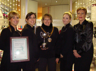 Pretty Woman win best Christmas Shop Display