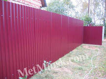 Забор из металлопрофиля - необходимая часть любого строения!