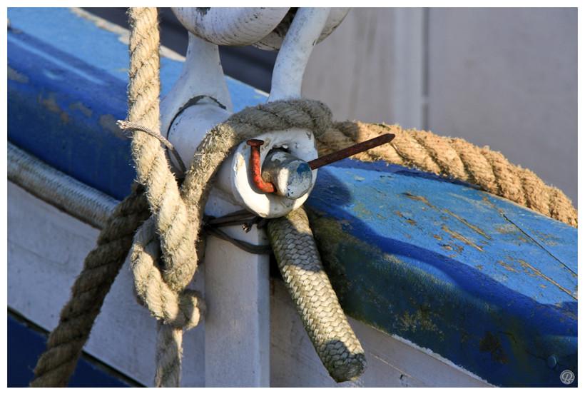 Un bateau, les flots, la vie...qui tient à si peu parfois.