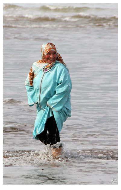 """""""Laissez passer les dames Avant qu'ça pête, avant qu'ça crâme Laissez passer madame."""" Tchador Woman - BabX"""
