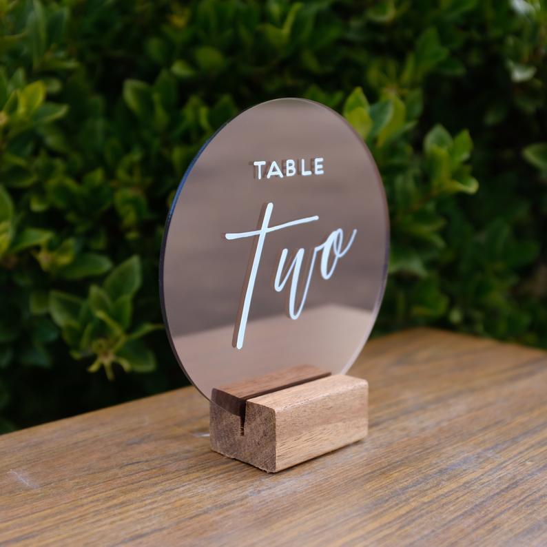 Зеркальный номер стола