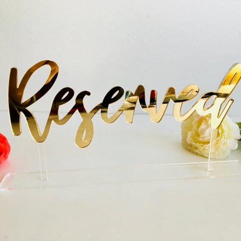Табличка резерв из золотого акрила