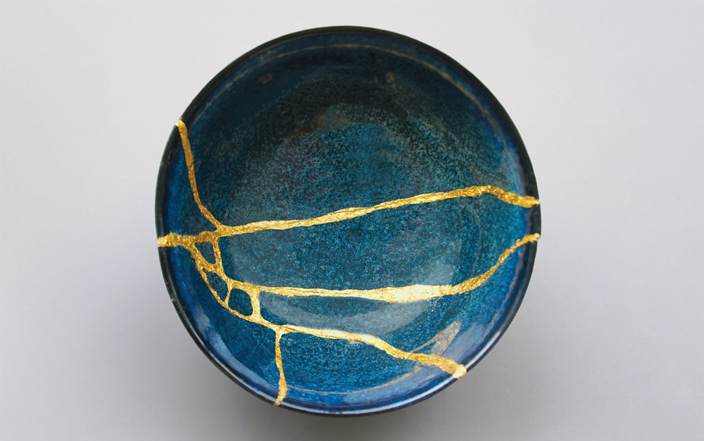 Ceramic bowl mended with Japanese kintsugi technique; image from www.manetti.com