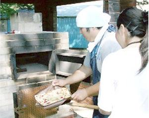 石窯で焼くピザ焼き体験