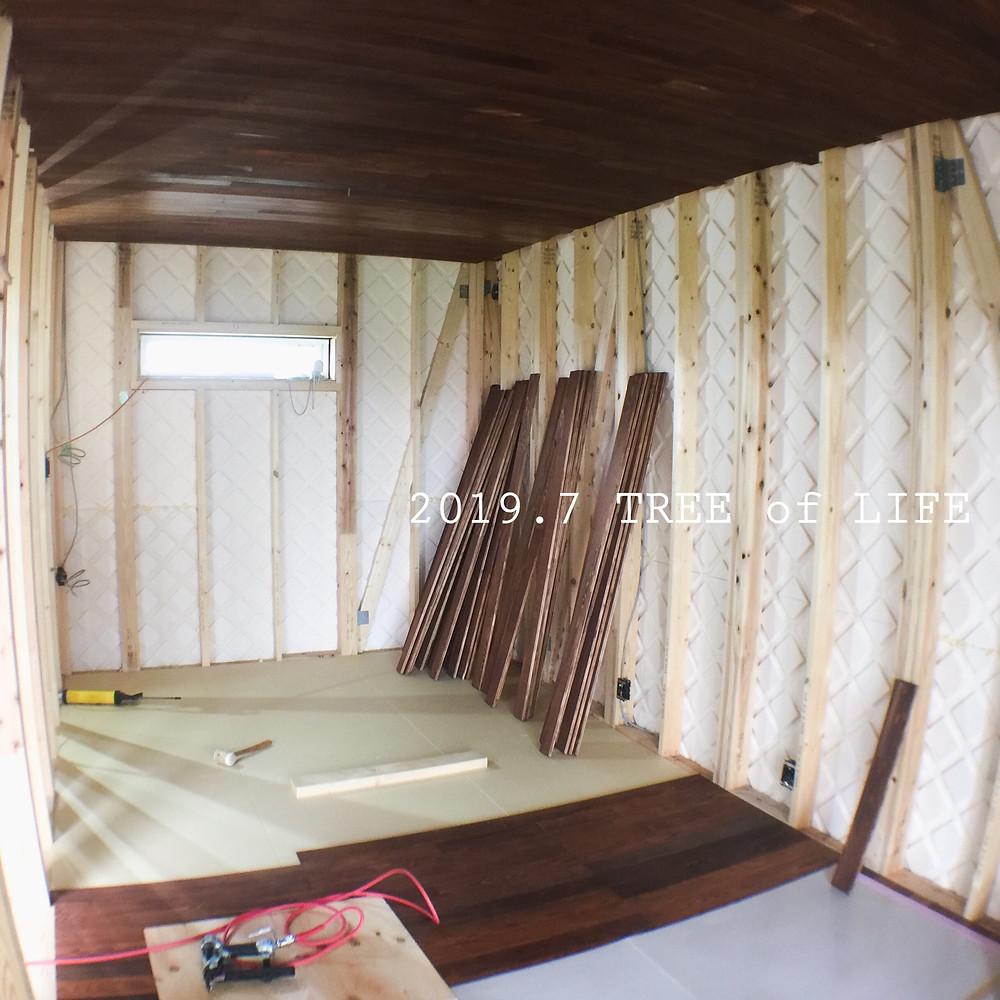 ②2階寝室 床・天井…モミ