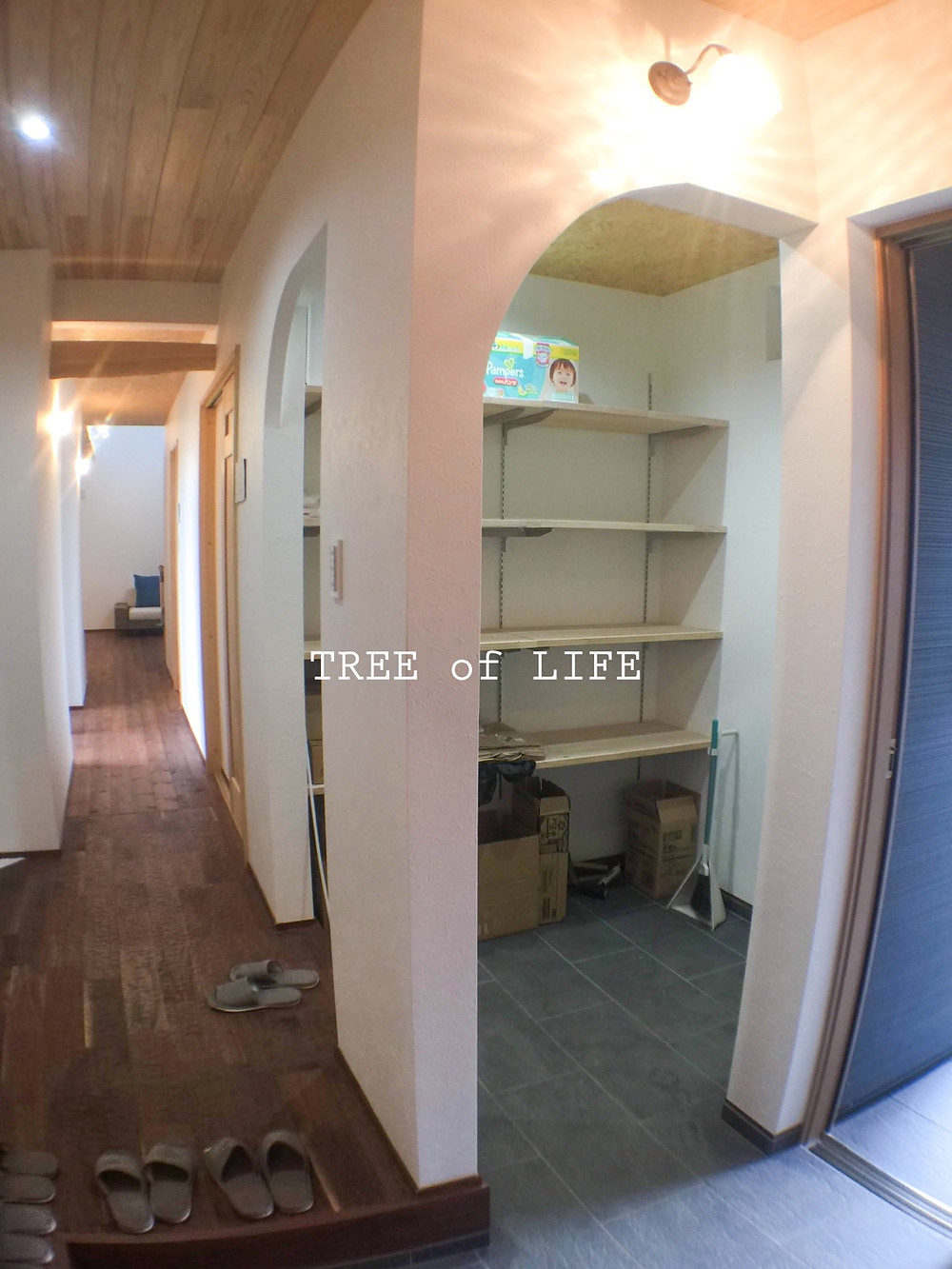 シューズクロークと玄関框(上り框)・1階廊下