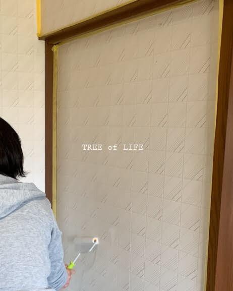 壁 シーラー塗布中