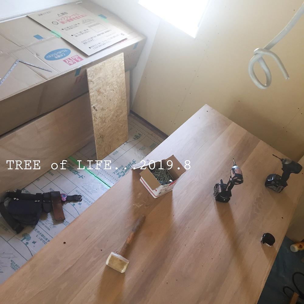 キッチンとアイランドテーブル