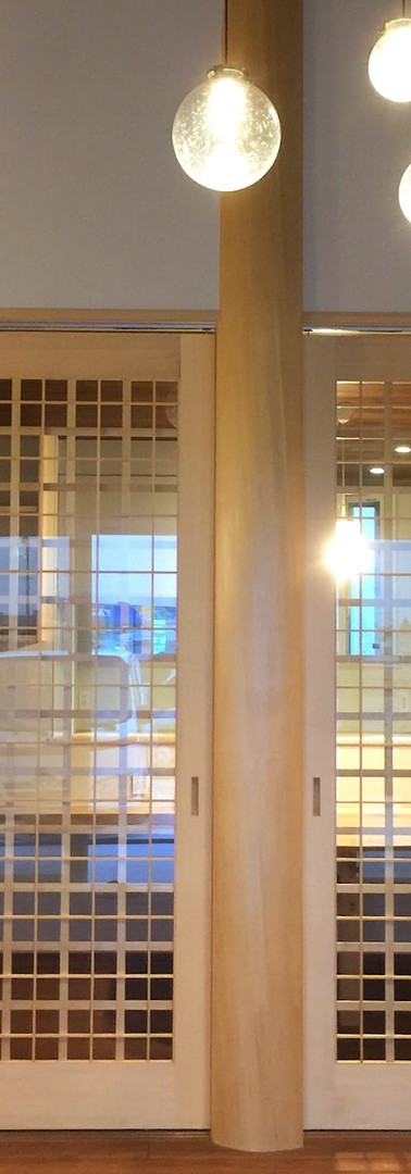 リビング格子戸と大黒柱