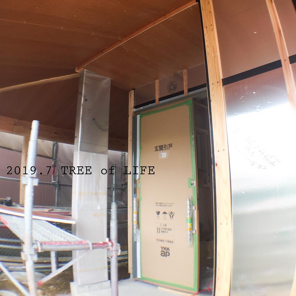 玄関と軒下|無垢の木の家|クリエイティブAG|磐田市