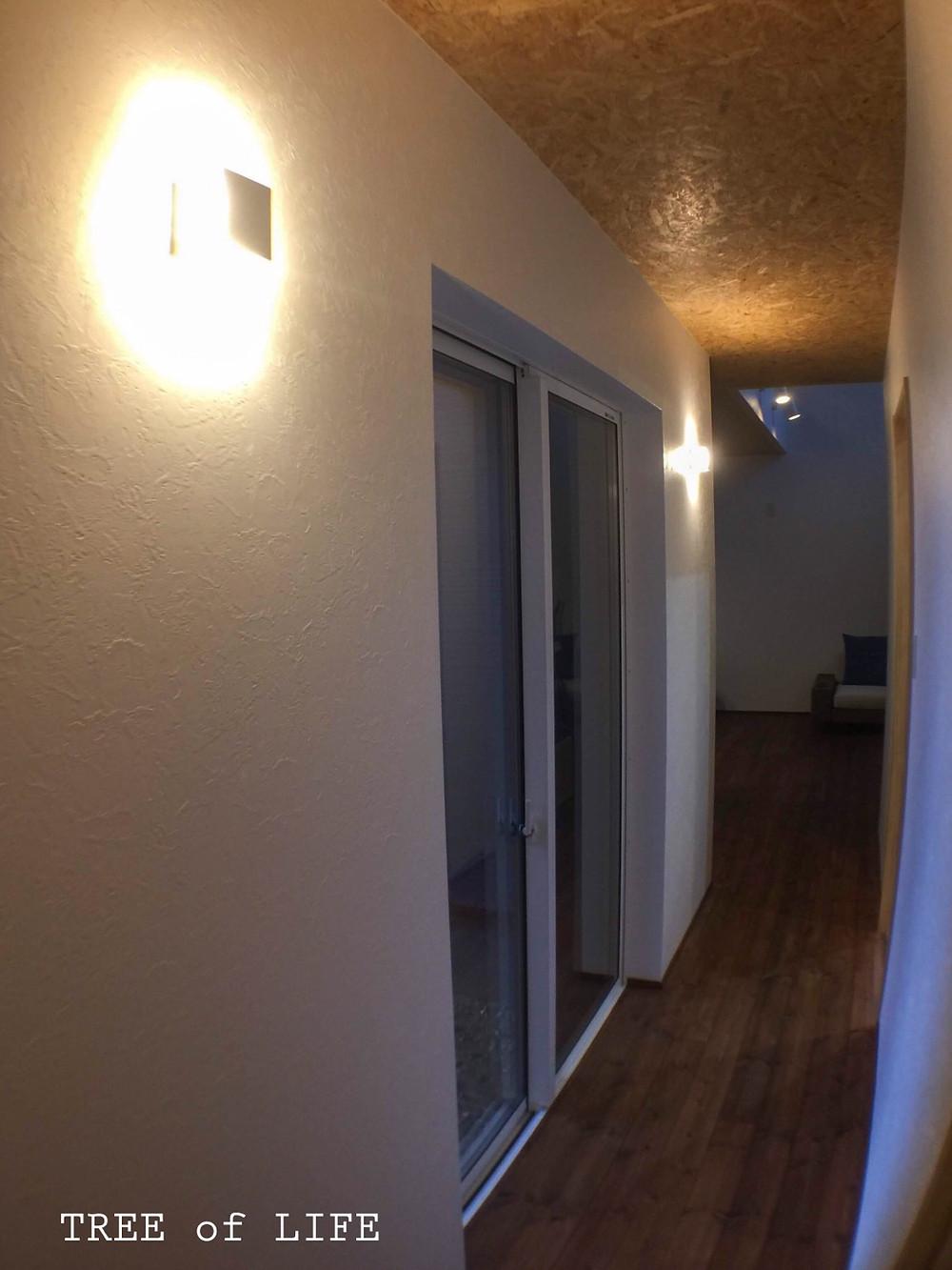 1階廊下 夜