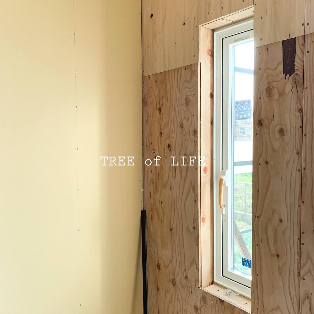 窓を付けた面も施工開始