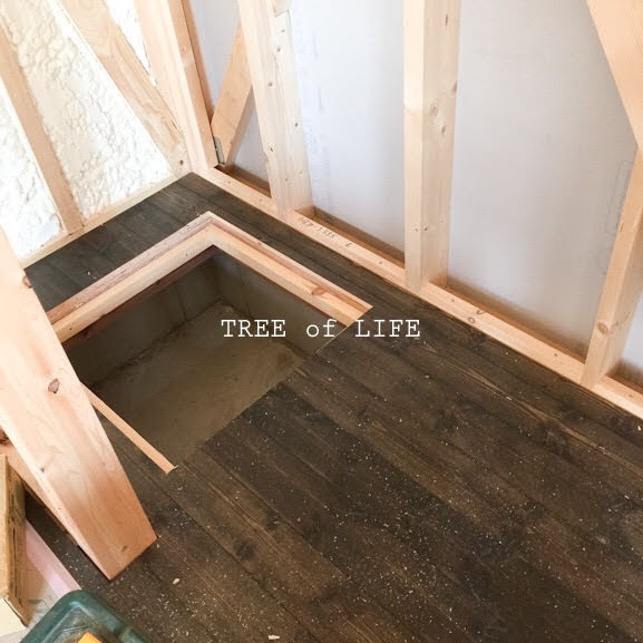 パントリー床と床下点検口