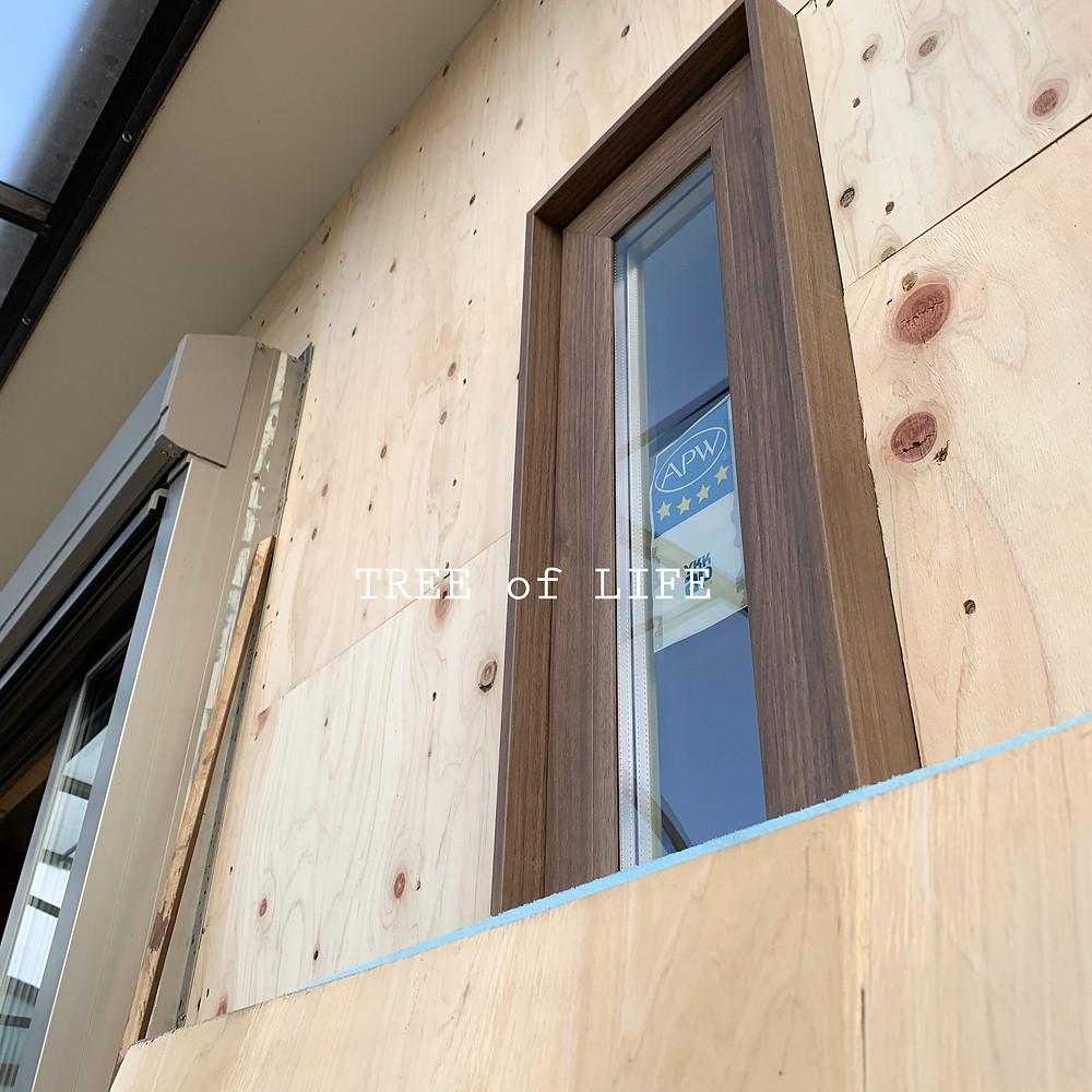 木目柄の窓枠、いかがでしょうか?