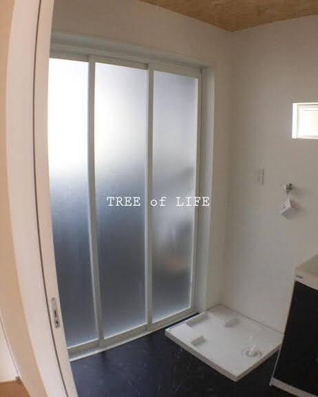 お風呂 バスルーム 入口 3枚ドア