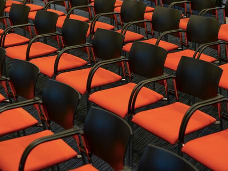 Böter för Belgisk DPO med dålig koll och för många stolar.
